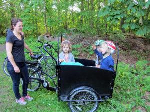 barn i cykellåda